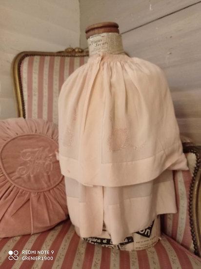 Superbe manteau ancien et sa cape attachée en soie