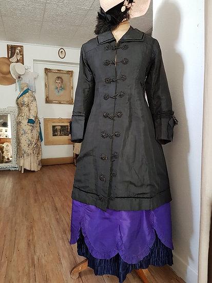 Charmant manteau en soie 1870/1880's