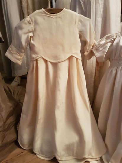 Élégante et ancienne Robe de baptême en soie