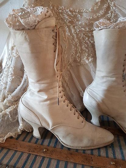 Ravissante paire de bottines 1900's à lacets