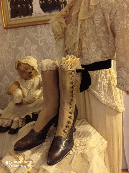 Élégante paire de bottines bicolores des années 1900's