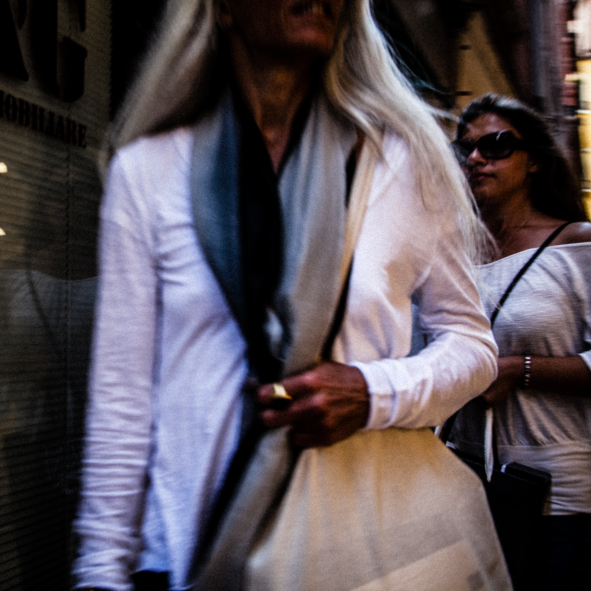 Blanche vêtue