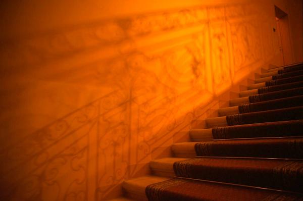 Ombre d'escalier à l'Hôtel du Poët