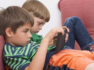 Els experts alerten que hi ha més addicció als videojocs a l'estiu
