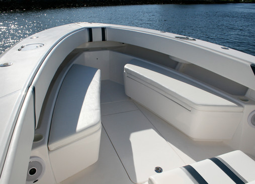Island Runner 35' FWD Seating