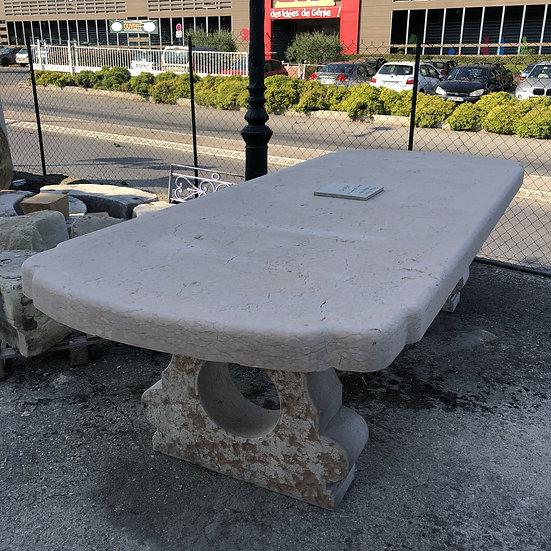 Table en pierre 25