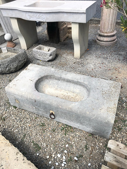 Ancien évier en pierre grise