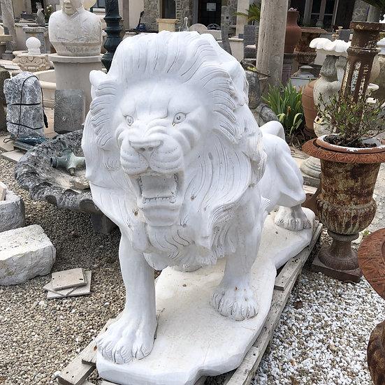 Sculpture de lion en marbre
