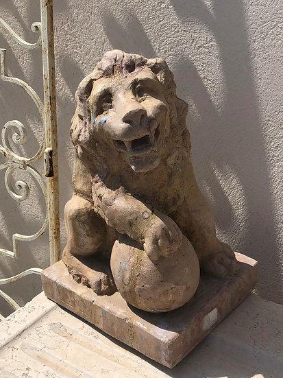 Statuette de lion en pierre
