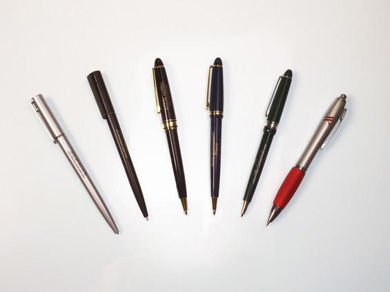 palstic pen.jpg