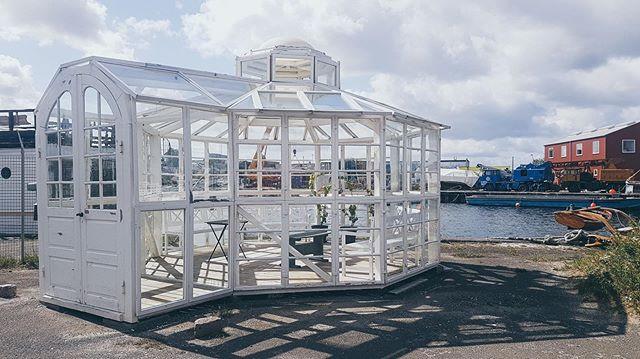 Peter's solarium made of refurbished win