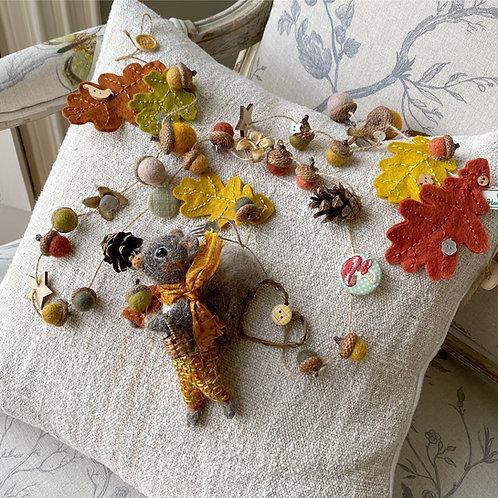 Autumn garland ... Cedric squirrel