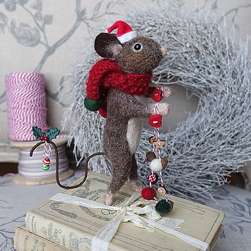 Buttons mouse with Christmas garland