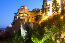 Cuenca nocturna casas colgadas.jpg