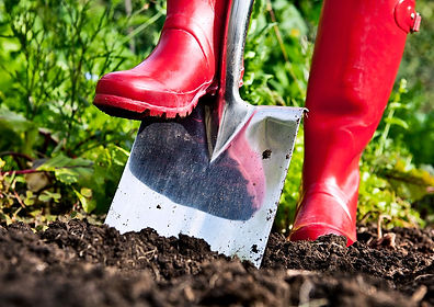 shovel-soil-red-boots_1600.jpg