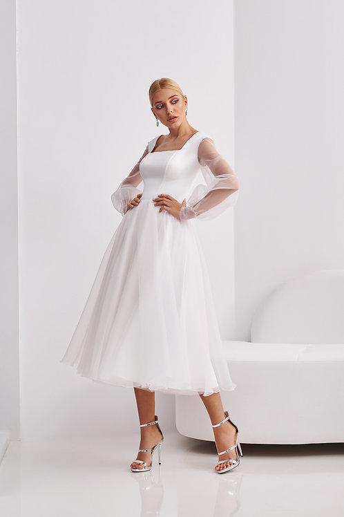 Приталенное свадебное платье длины миди Арт. 069