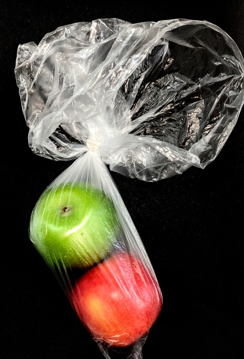 apples in a plastic packaging