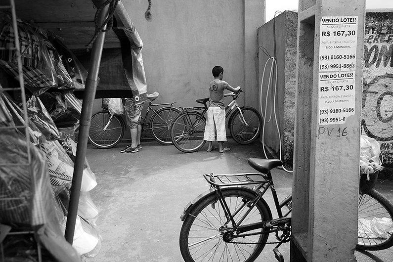 Kid in a bike in altamira