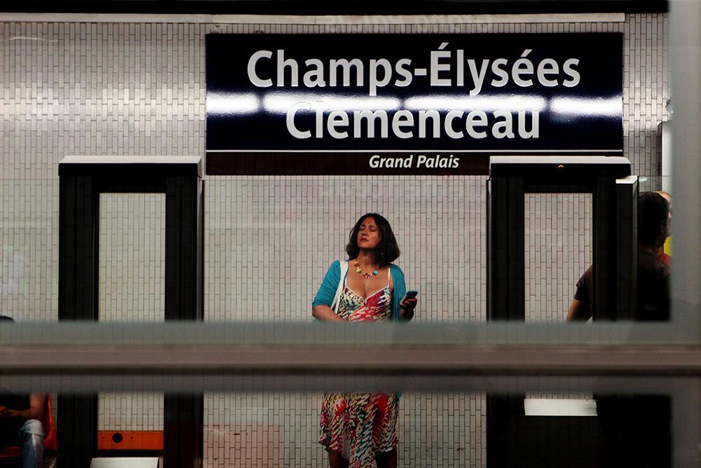 Woman in Champs-Élysées Clemensau station