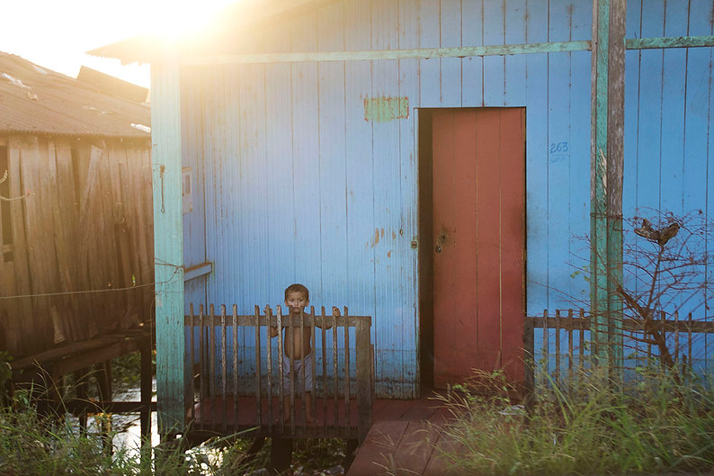 Kid in Amazonia, Xingu, Altamira. Emy Sato photography