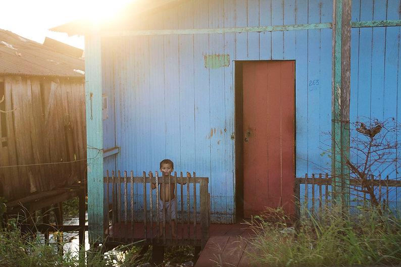 Kid in Amazonia, Xingu, Altamira. Emy Sato photography