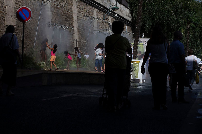Kids playing with water in Pari