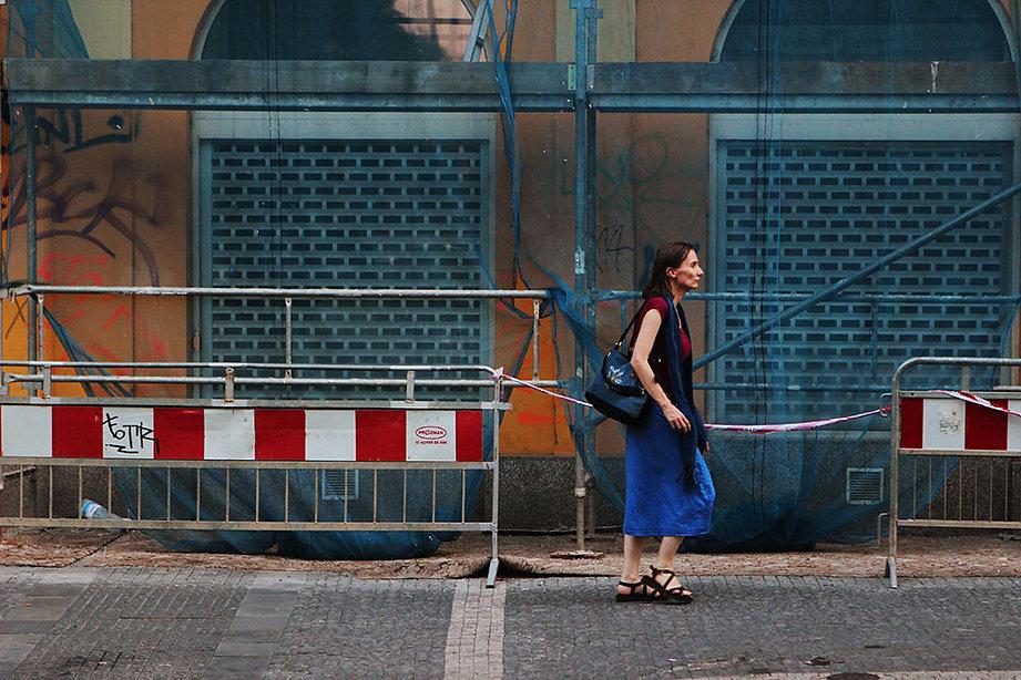 Woman walking in Praga