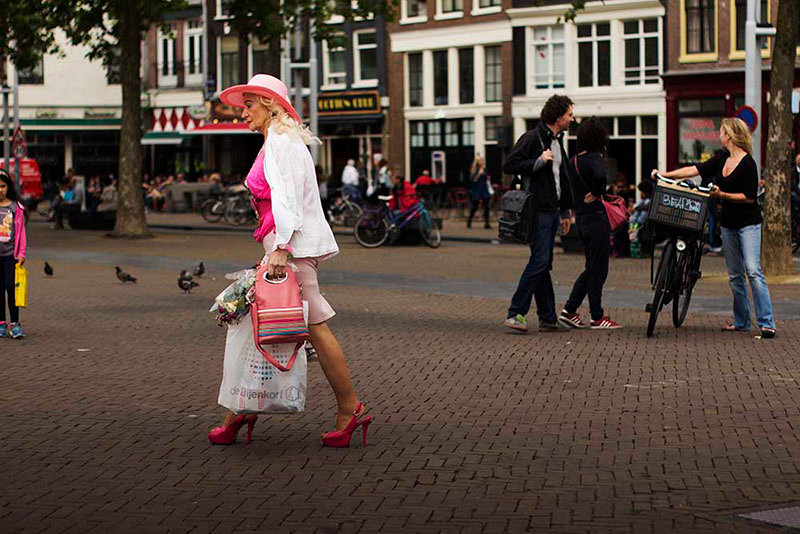 woman with flowers in amsterdam