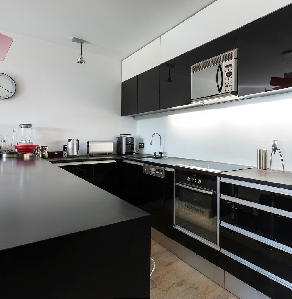 cozinha organizada deve ter bancadas livres de eletrodomésticos