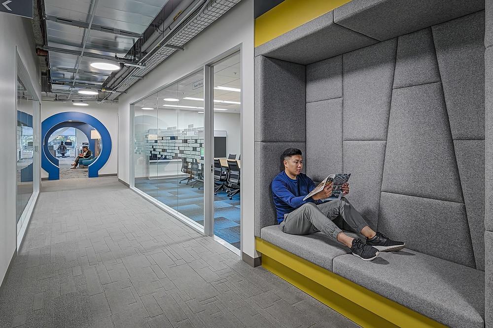 Escritório de Linkedin com espaço para descompressão. momento relax!