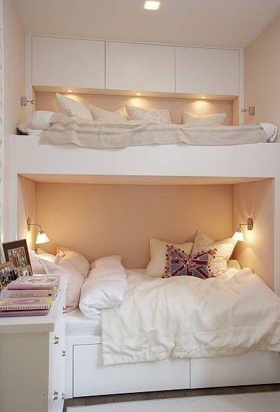 cama suspensa em quarto de adolescente para receber amigas
