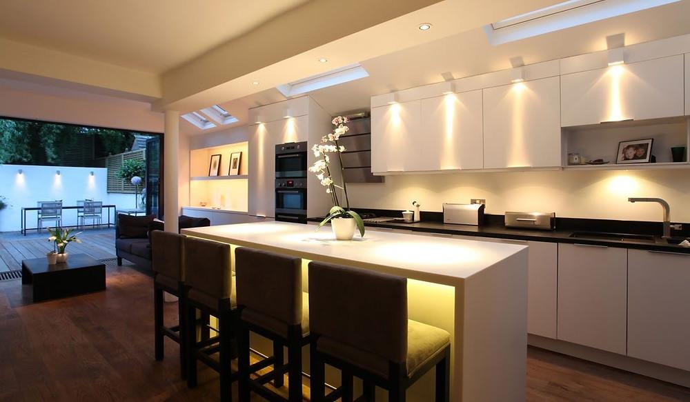 Cozinha com projeto de iluminação