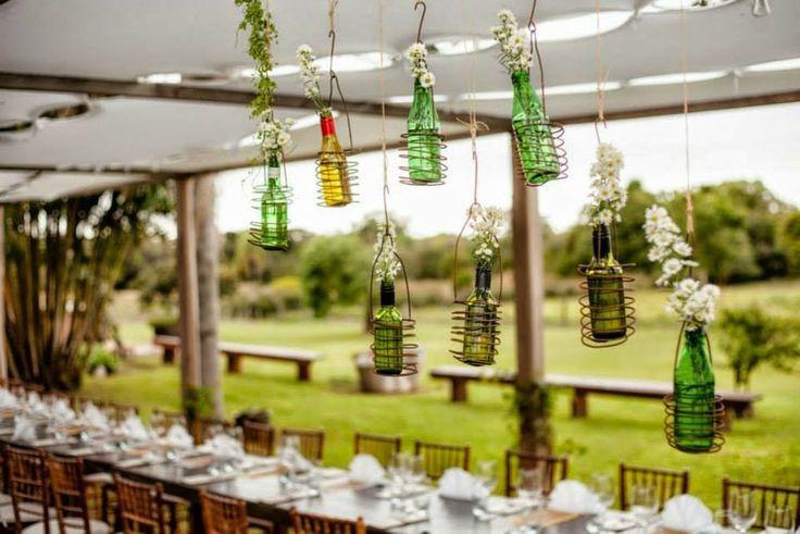 horta e jardim vertical em garrafas de vidro