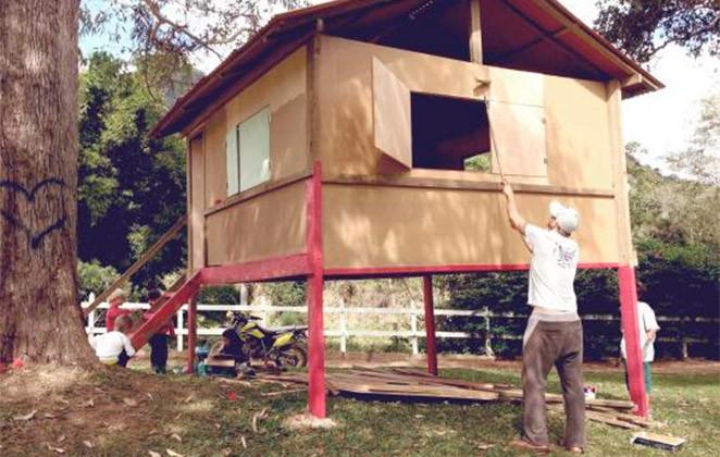 Rodrigo Hilbert construindo casa na arvore