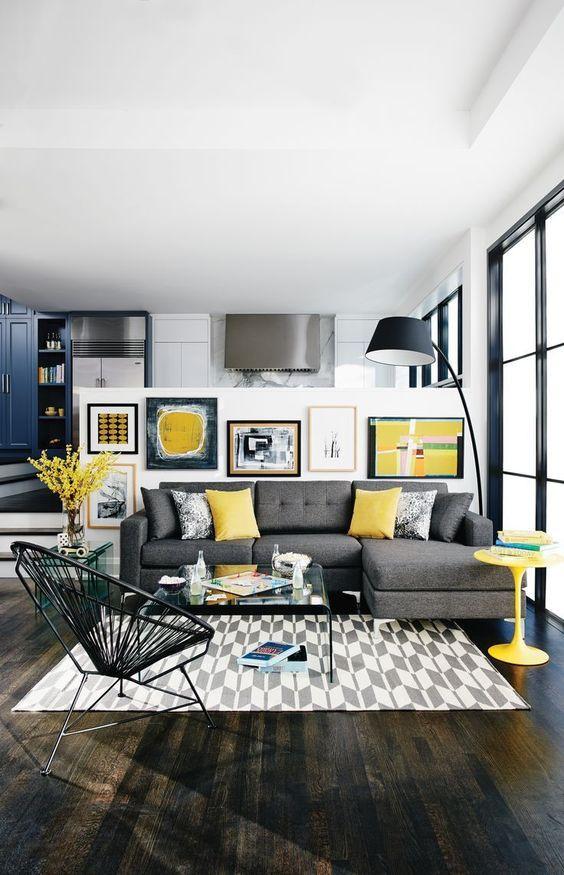 sala moderna com preto, branco, cinza em contraste com amarelo