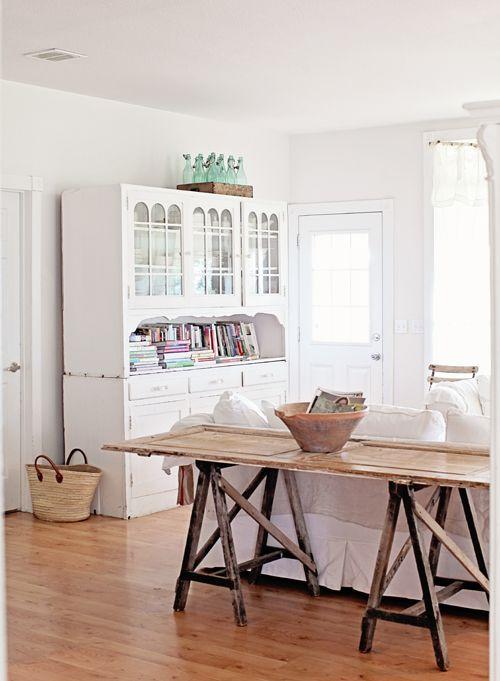 sua porta velha pode virar uma linda mesa de apoio