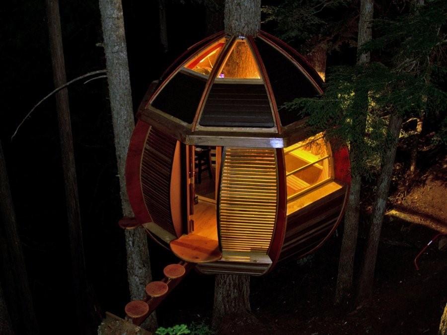 projeto de casa na árvore em formato oval