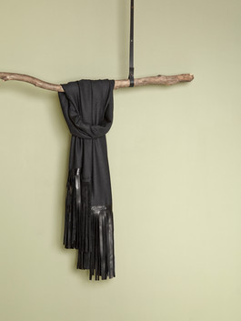 Cashmere scarf with horse skin fringes