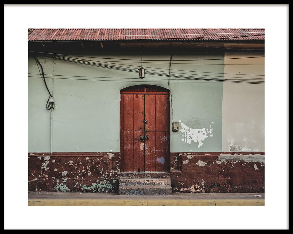 04 Leon doorway