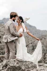 bride and groom wedding photos in Mallorca
