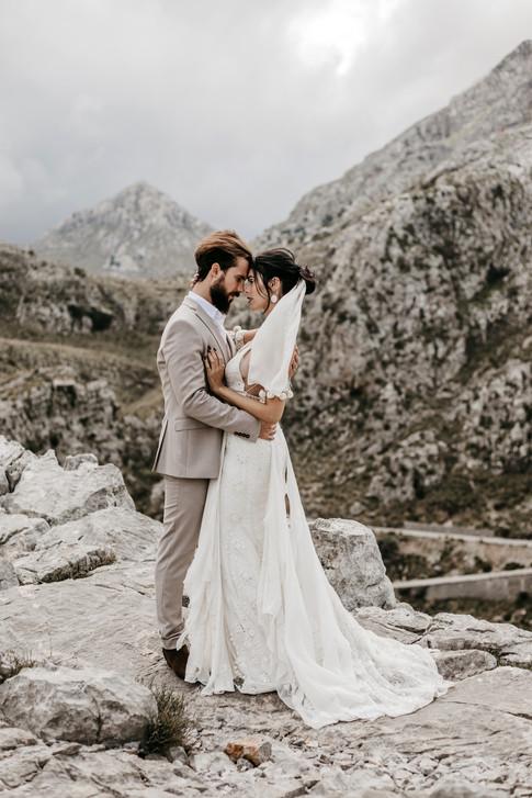 bride and groom wedding photos in the mountains in Mallorca