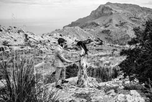 couple saying vows in the mountain of mallorca