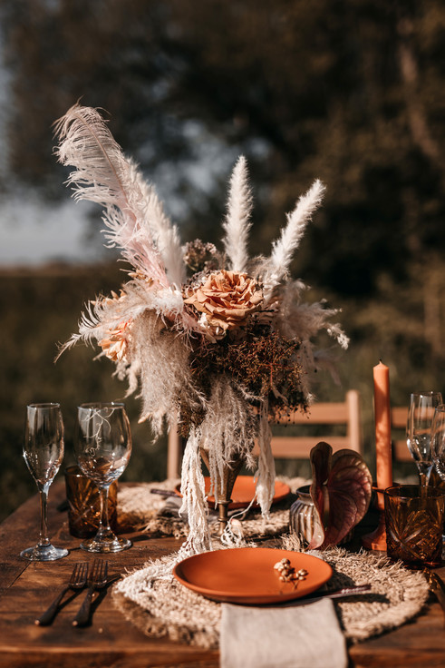 outdoor wedding reception table with dried flowers and pampas grass.