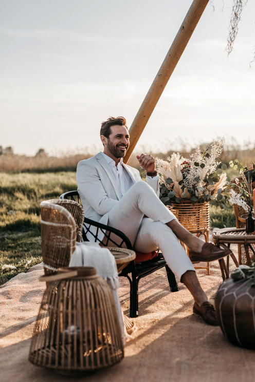 groom in white linen suit