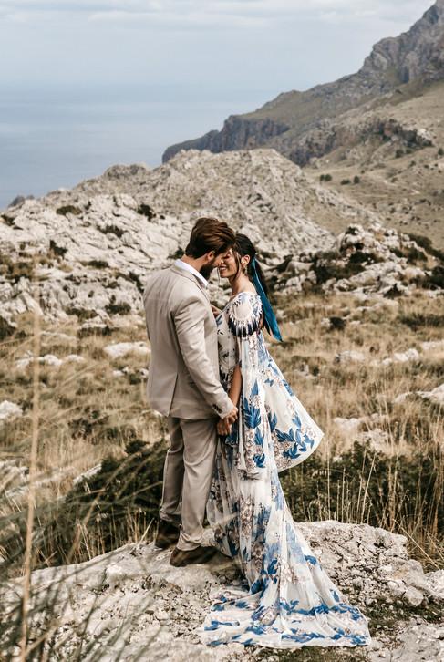 couple eloping in Mallorca