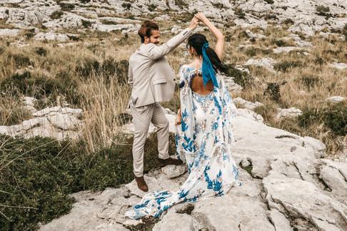 couple dancing in Mallorca