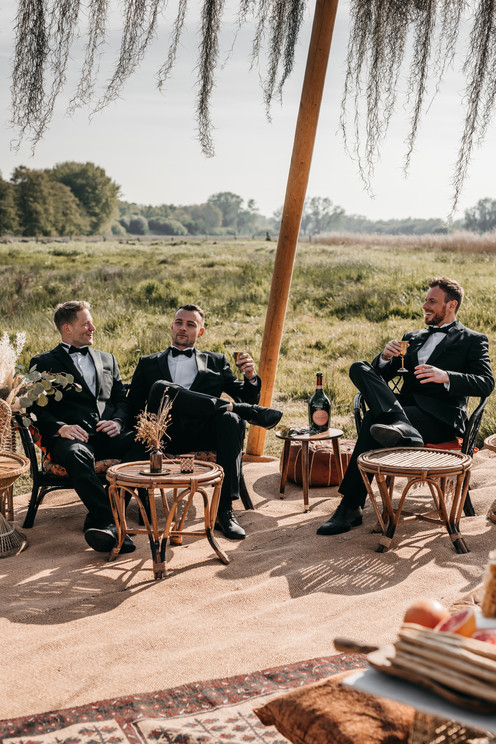groomsmen relaxing outdoor wedding