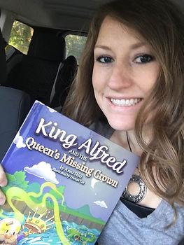 Anna Skjei and book.jpg