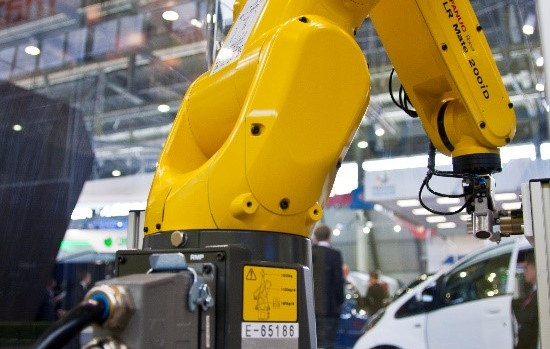 Do robots eliminate the need for lean manufacturing?