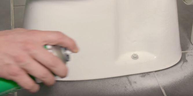 čišćenje wc školjke sa Multiclean